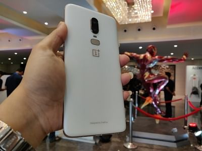 """China-based smartphone manufacturer OnePlus on Wednesday launched the """"midnight black"""" colour variant of its latest flagship """"OnePlus 6"""" in India for Rs 43,999."""