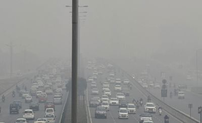 Gurugram: Dense smog covers Delhi-Gurugram Expressway in Gurugram on Dec 5, 2017. (Photo: IANS)