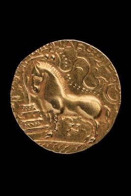 Gupta Dinar, Samudragupta - Gold, AD 335-80, Central India; Diameter : 2.2 Cm; CSMVS, Mumbai (18606) (Photo: National Museum, Delhi)