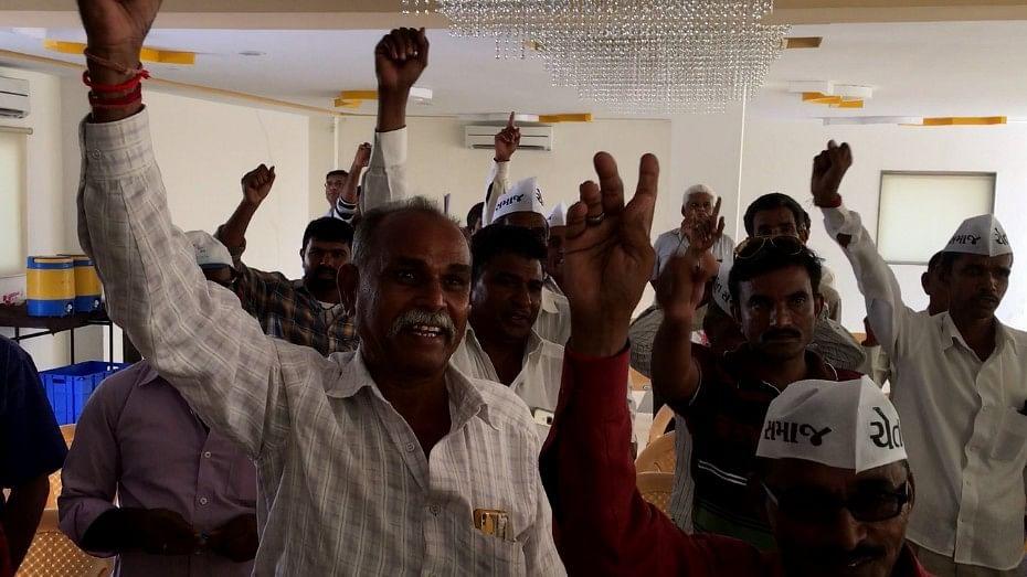 Farmers Chant slogans against Bullet Train Project at Nainpur Chokdi meeting in Ahmedabad