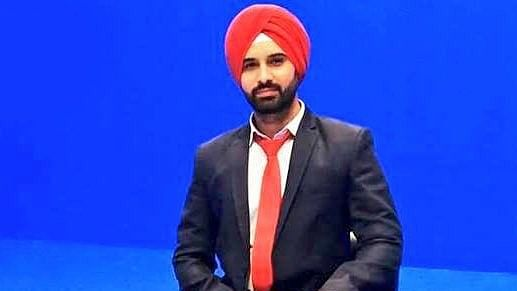 First male Sikh anchor Harmeet SIngh hired by a Pakistani news channel.