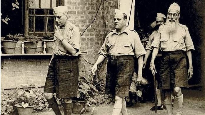 Here's the Truth Behind the Viral Photo of Nehru in an RSS Uniform