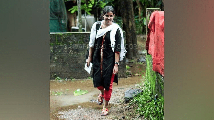 Image of Neelu heading to college published by a Malayalam newspaper.