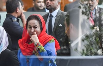 PUTRAJAYA, June 5, 2018 (Xinhua) -- Rosmah Mansor (front), wife of former Malaysian Prime Minister Najib Razak, arrives at the headquarters of the Malaysian Anti-Corruption Commission (MACC) to be questioned by investigators in Putrajaya, Malaysia, June 5, 2018. (Xinhua/Chong Voon Chung/IANS)