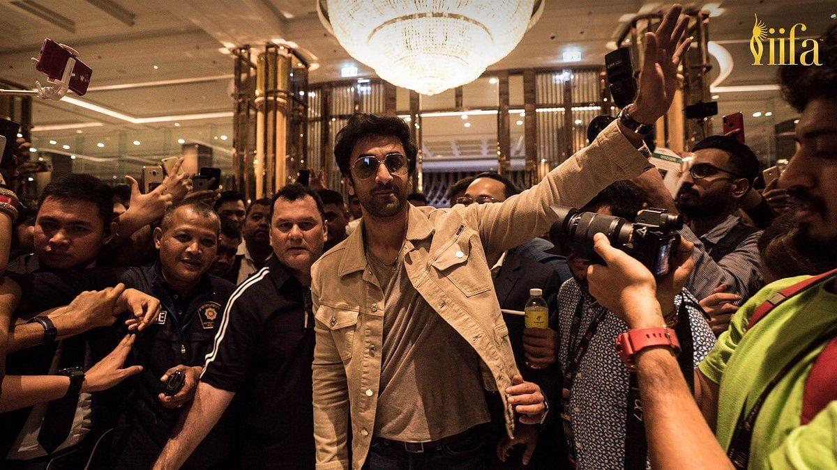 Fans throng around Ranbir Kapoor.