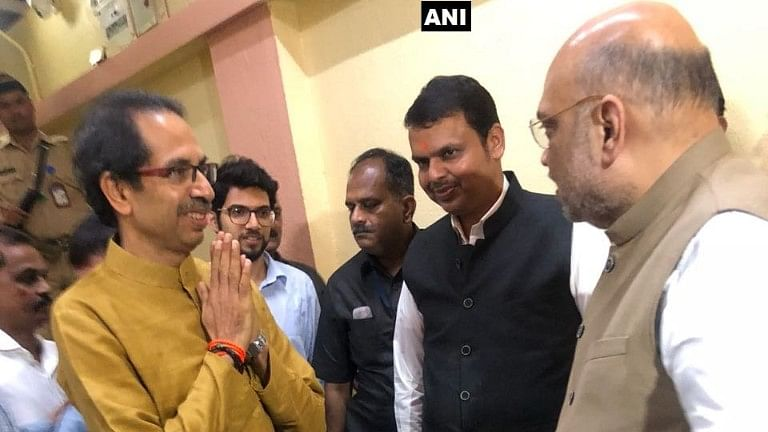 Amit Shah Meets  Uddhav Thackeray After Palghar Bypoll Fiasco
