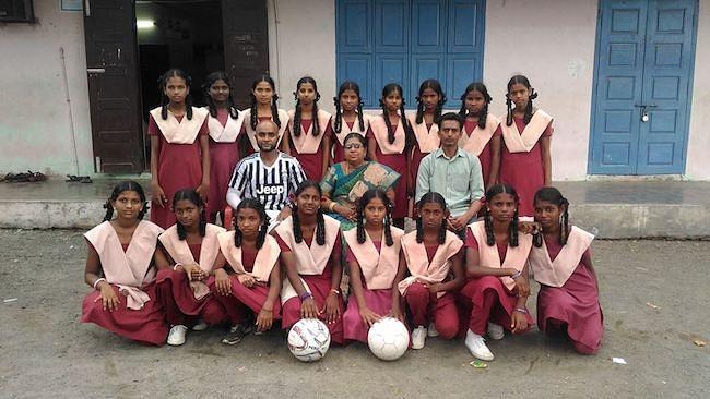 The girls football team of Government Higher Secondary School, Shollinganallur.