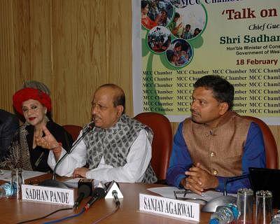 Sadhan Pande (C). (Photo: IANS)