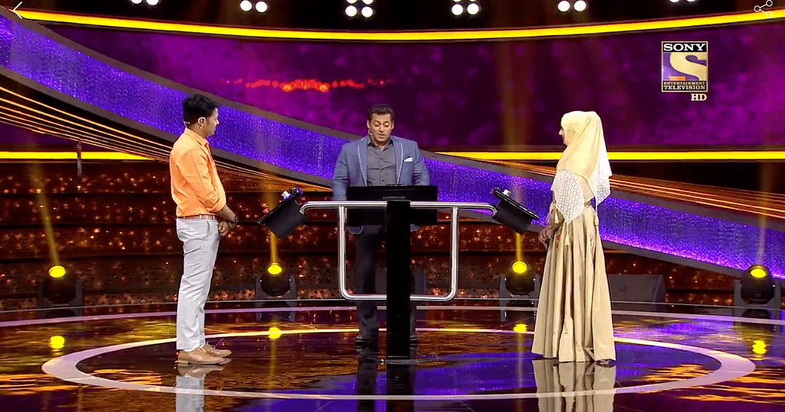 Salman with the participants of <i>Dus Ka Dum.</i>