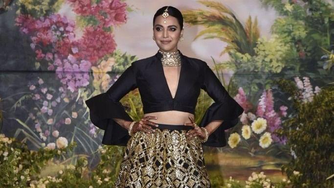 Swara Bhasker flaunts her black and gold combo at Sonam Kapoor's wedding.