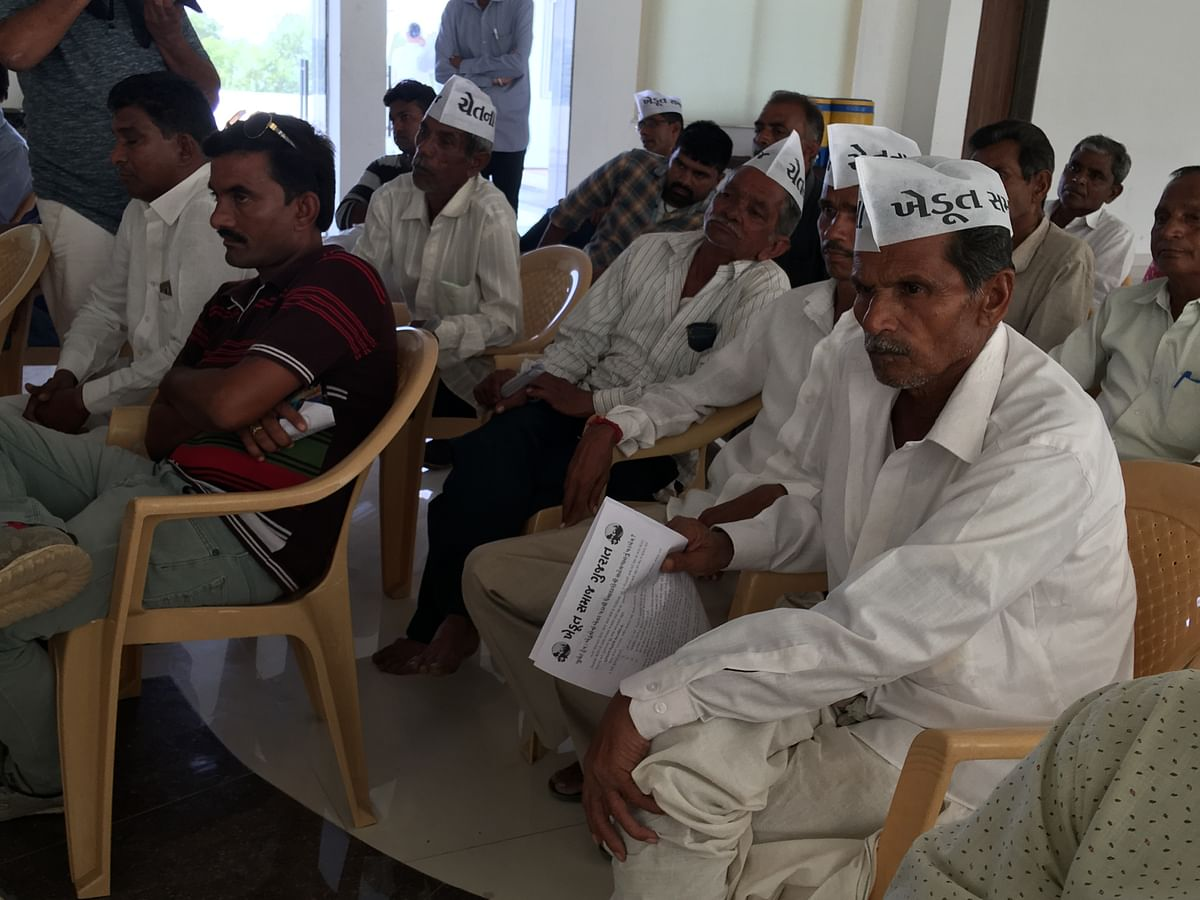 Farmers listen to the meeting keenly at Nainpur Chowkdi