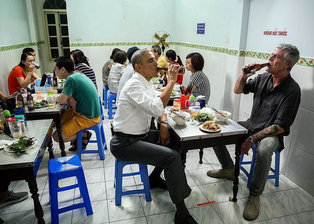Bourdain and Obama Eat Cheap Noodles, Drink Cold Beer in Vietnam.