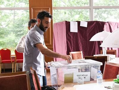 ISTANBUL, June 24, 2018 (Xinhua) -- A man casts his vote in a polling station in Istanbul, Turkey, on June 24, 2018. Turkey held presidential and parliamentary elections on Sunday. (Xinhua/Wu Huiwo/IANS)