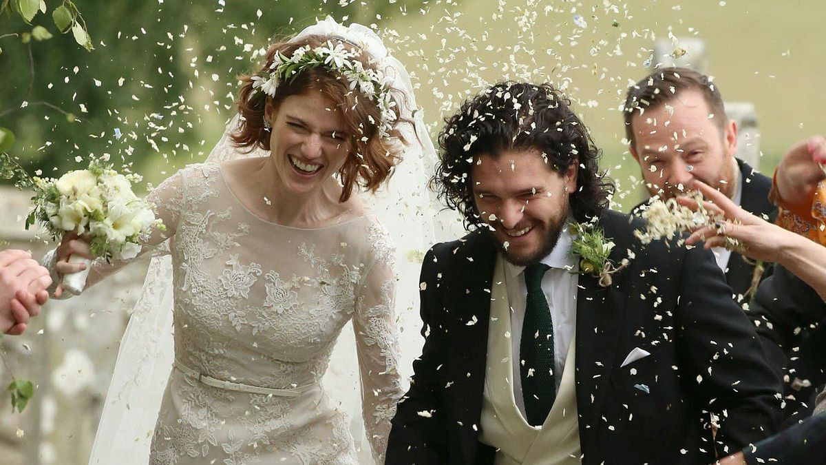 'Game of Thrones' Stars Marry; Fan Showers Blessings From a Bush