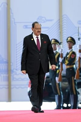 QINGDAO, June 10, 2018(Xinhua) -- Pakistani President Mamnoon Hussain arrives for a session of the 18th Shanghai Cooperation Organization (SCO) summit in Qingdao, east China's Shandong Province, June 10, 2018. The SCO adheres to the Shanghai Spirit which features mutual trust, mutual benefit, equality, consultation, respect for diverse civilizations and pursuit of common development. (Xinhua/Jin Liangkuai/IANS)