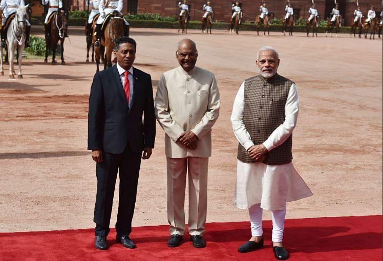 PM Modi (extreme R) Indian President Kovind (centre) with Seychelles' President Danny Faure (L).
