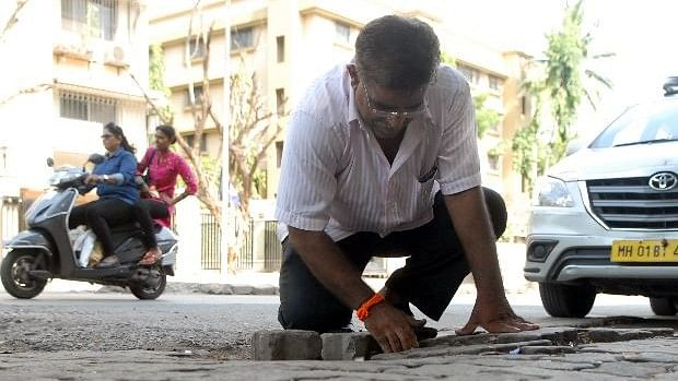 Father Who Lost Son In Road Accident Fills  556 Potholes in Mumbai