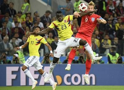 MOSCOW, July 3, 2018 (Xinhua) -- Harry Kane (R) of England vies with Davinson Sanchez (C) of Colombia during the 2018 FIFA World Cup round of 16 match between England and Colombia in Moscow, Russia, July 3, 2018. (Xinhua/Lui Siu Wai/IANS)