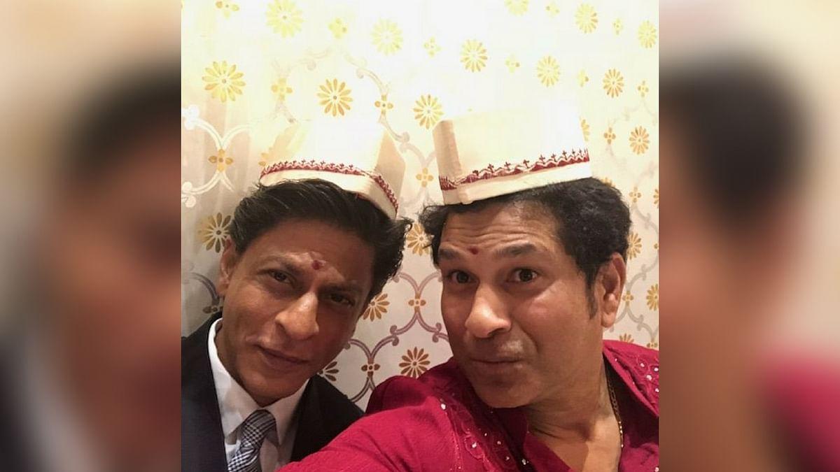 Sachin Tendulkar and Shah Rukh Khan posed for a selfie.