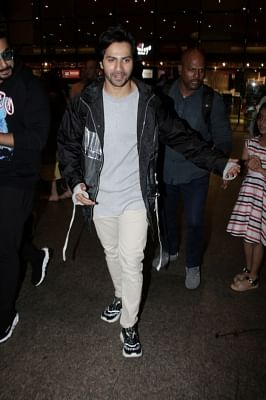 Mumbai: Actor Varun Dhawan seen at Chhatrapati Shivaji International Airport in Mumbai on April 25, 2018. (Photo: IANS)