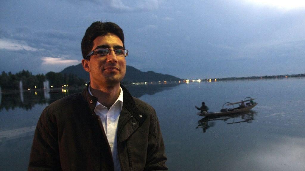 2009 Kashmiri IAS topper Shah Faesal.