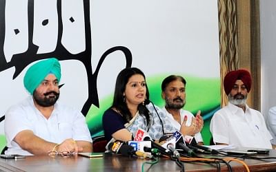 Congress spokesperson Priyanka Chaturvedi (C). (Photo: IANS)