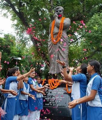 Allahabad:Students pay tributes to freedom fighter Chandra Shekhar Azad on his birth anniversary, in Allahabad on July 23, 2018. (Photo: IANS)