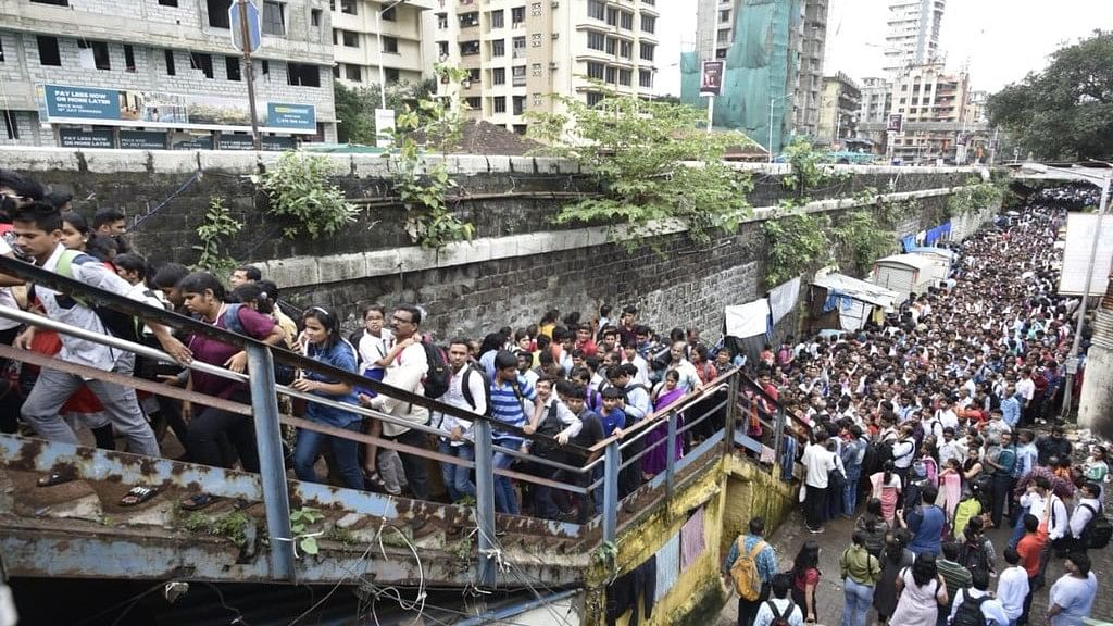 Lower Parel Bridge Closed, Commuters Face Stampede-Like Situation