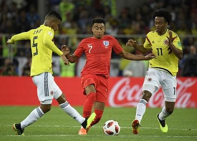 MOSCOW, July 3, 2018 (Xinhua) -- Jesse Lingard (C) of England vies with Wilmar Barrios (L) and Juan Cuadrado of Colombia during the 2018 FIFA World Cup round of 16 match between England and Colombia in Moscow, Russia, July 3, 2018. (Xinhua/Lui Siu Wai/IANS)
