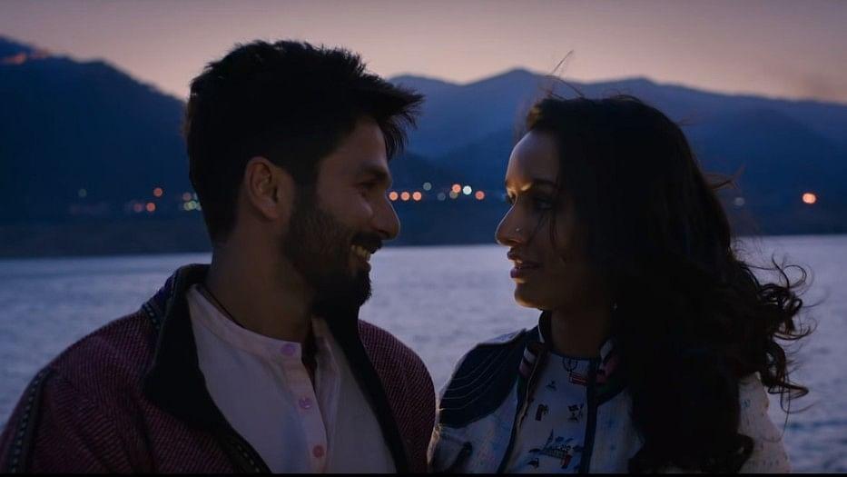 Shahid Kapoor and Shraddha Kapoor in the trailer of <i>Batti Gul Meter Chalu</i>