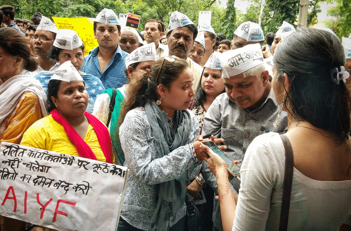 Cabinet Minister Adv Rajendra Pal with AAP volunteers joined the protest organized by Jan Ekta Jan Adhikar Andolan against the arrests.