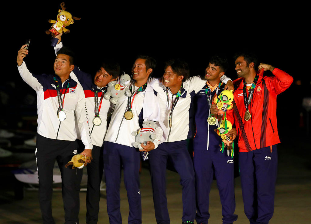 From left to right silver medalist Chae Bonjin and Kim Dongwook of Korea, gold medalist Shingen Furuya and Shinji Hachiyama of Japan and bronze medalist Varun Ashok Thakkar and Kelapanda Chengappa of India pose for a selfie.