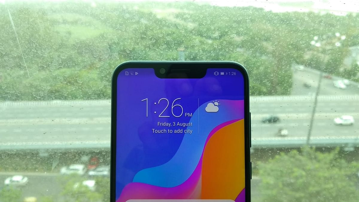 The Honor Play's notch has helped the company fit a 6.3-inch display within the slim phone.