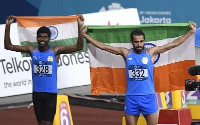 JAKARTA, Aug. 28, 2018 (Xinhua) -- Gold medalist Manjit Singh (R) of India and silver medalist Jinson Johnson of India celebrate after men