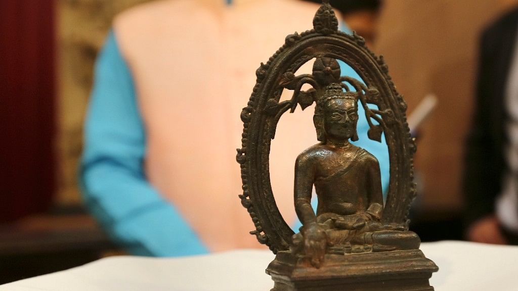 London Police Returns Stolen Buddha Statue to India on I-Day