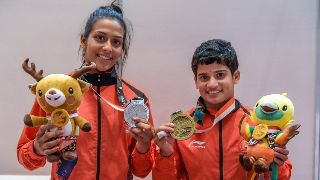 Pincky Balhara (L) and Malaprabha Yallappa Jadhav (R) pose for photos at the 18th Asian Games.