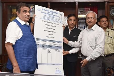 New Delhi: Union Transport Minister Nitin Gadkari, Union Railways and Coal Minister Piyush Goyal, Madhya Pradesh Chief Minister Shivraj Singh Chouhan, Maharashtra Chief Minister Devendra Fadnavis and Union MoS Defence Subhash Ramrao Bhamre after signing Memorandum of Understanding (MoU) for Indore-Manmad Railway line, in New Delhi, on August 28, 2018. (Photo: IANS/PIB)