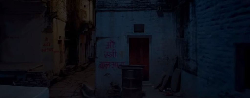 A still from the trailer of <i>Stree</i>: 'Oh Stree, kal aana' ('come tomorrow') written outside the walls of people's houses.