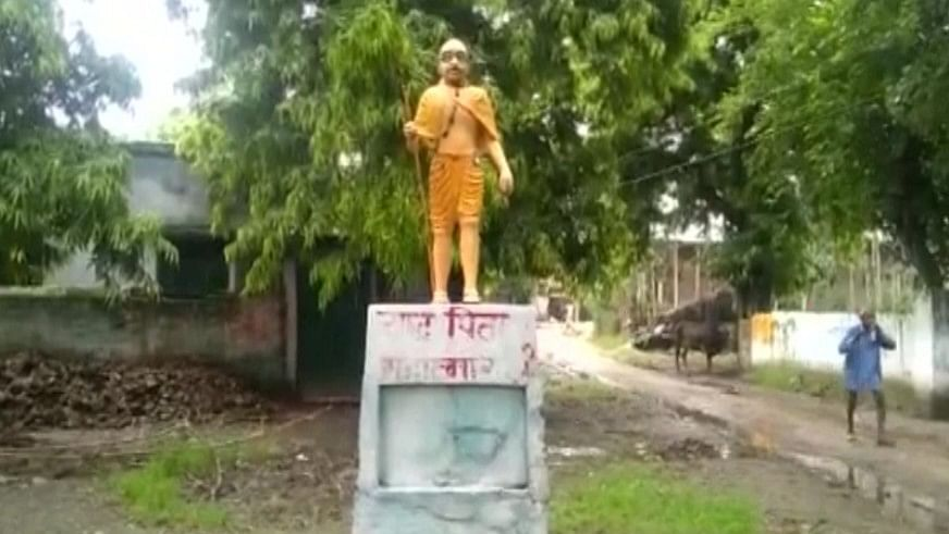 Saffron Politics Over Mahatma Gandhi's Statue in UP's Shahjahanpur