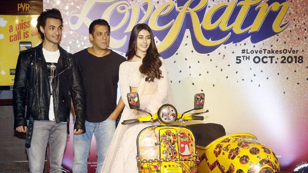 Aayush Sharma and Warina Hussain with Salman Khan at <i>Loveyatri</i> trailer launch.&nbsp;