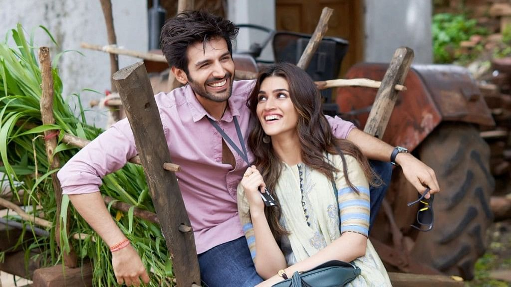 Kartik Aaryan and Kriti Sanon in the first look of <i>Luka Chuppi</i>.&nbsp;