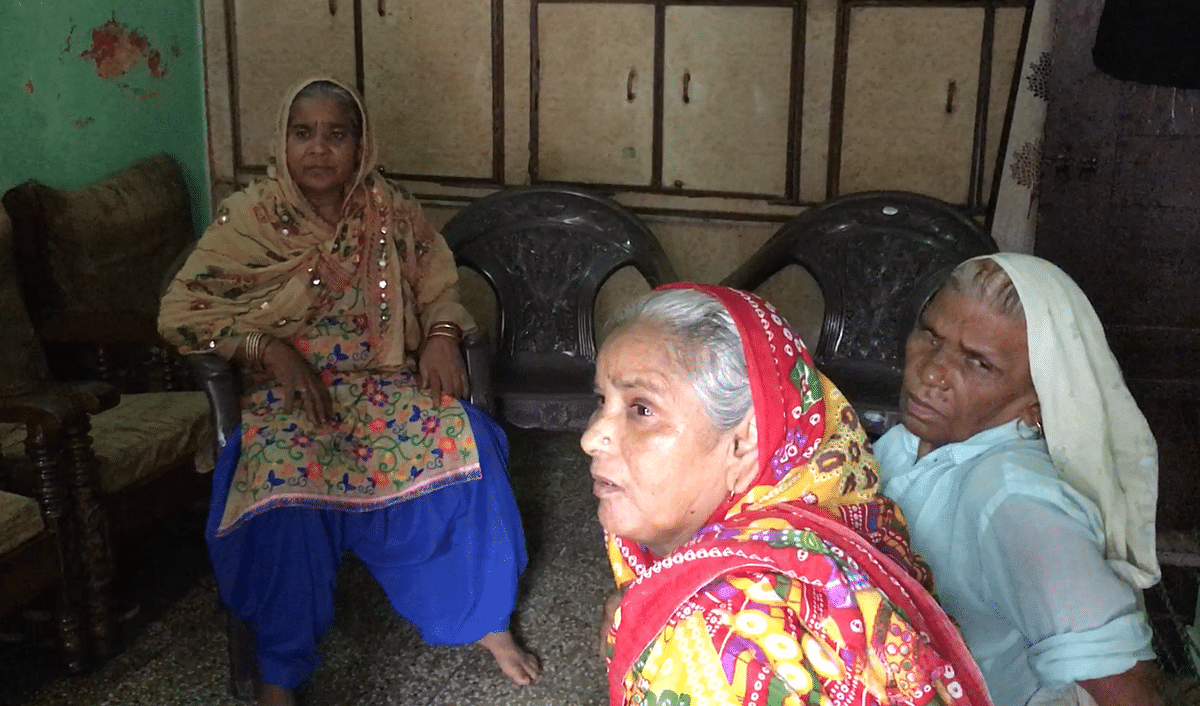 Raeesa Begum, while narrating her experience of being denied ration, was joined by her neighbours with similar stories of exclusion.