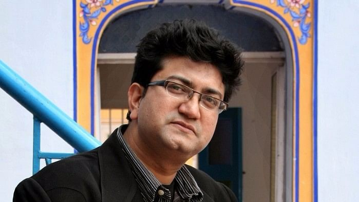 Govt Wants Prasoon Joshi  to Pen Anthem For 'Surgical Strike Day'