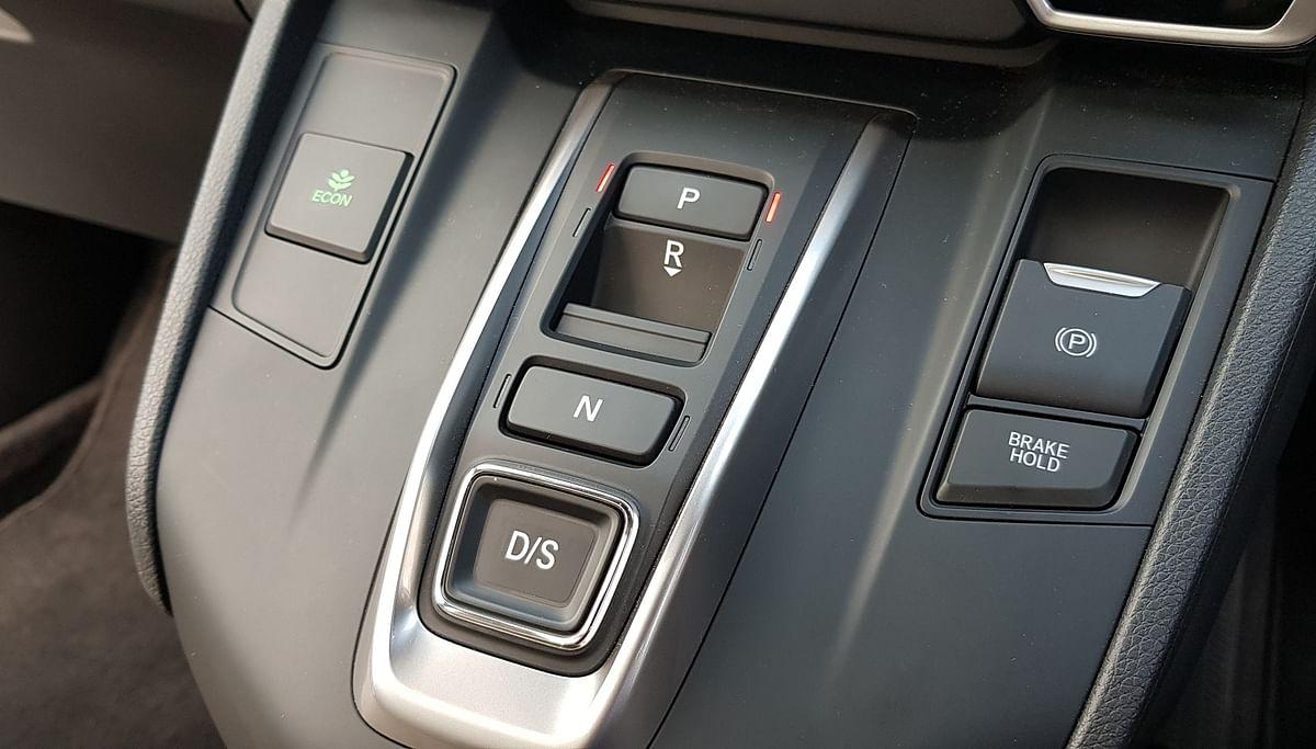 Push-button transmission system on the diesel Honda CR-V.