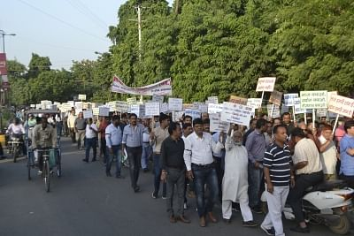 Agra: Workers, industrialists and social activists carrying placards and banners protest against the restrictions on industries in the eco-sensitive Taj Trapezium Zone spread over 10,400 sq.km.; in Agra on Sept 19, 2018. (Photo: IANS)