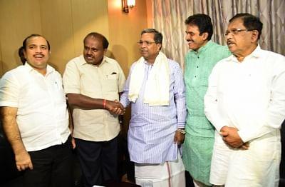 Bengaluru: Karnataka Chief Minister H. D. Kumaraswamy with Deputy Chief Minister of Karnataka Dr G Parameshwar, Congress leader Siddaramaiah and JD(S) National General Secretary Danish Ali during Congress-Janata Dal (Secular) coordination committee meeting in Bengaluru, on Aug 31, 2018. (Photo: IANS)