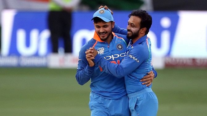 Manish Pandey Lights Up Twitter With A Stunner At the Boundary