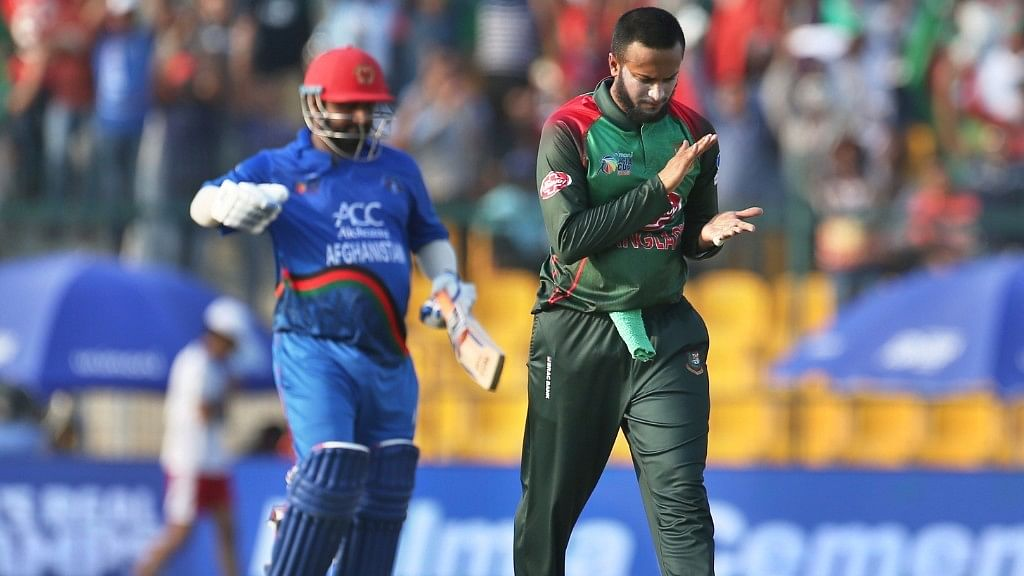 Shakib (left) flew back to Bangladesh after aggravating a finger injury.
