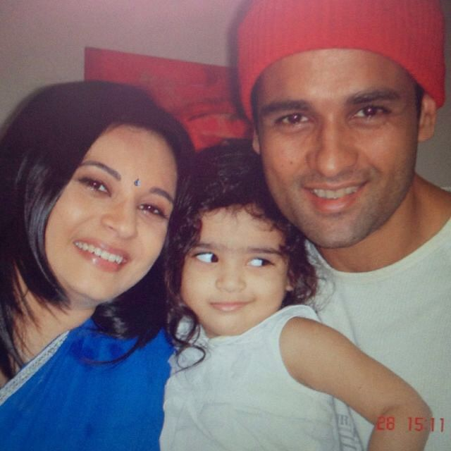 Manasi, at the time she worked on <i>Kkusum</i>, with her husband Rohit Roy and daughter Kiara, in 2005.