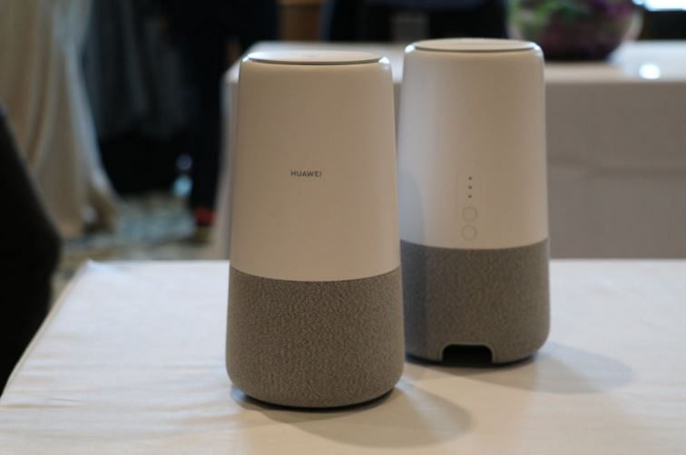 The speaker is 218mm tall and has a 116mm diameter, weighing only 900gms. It looks a lot like the Google Home smart speaker.